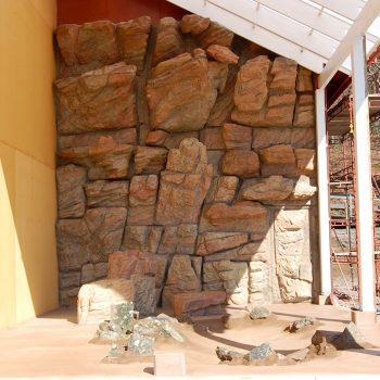 Bergvägg till Ibisfåglar på Nordens ark