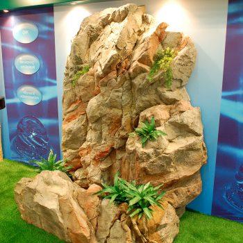 Bergvägg med vattenfall (Denna bergvägg finns att hyra)